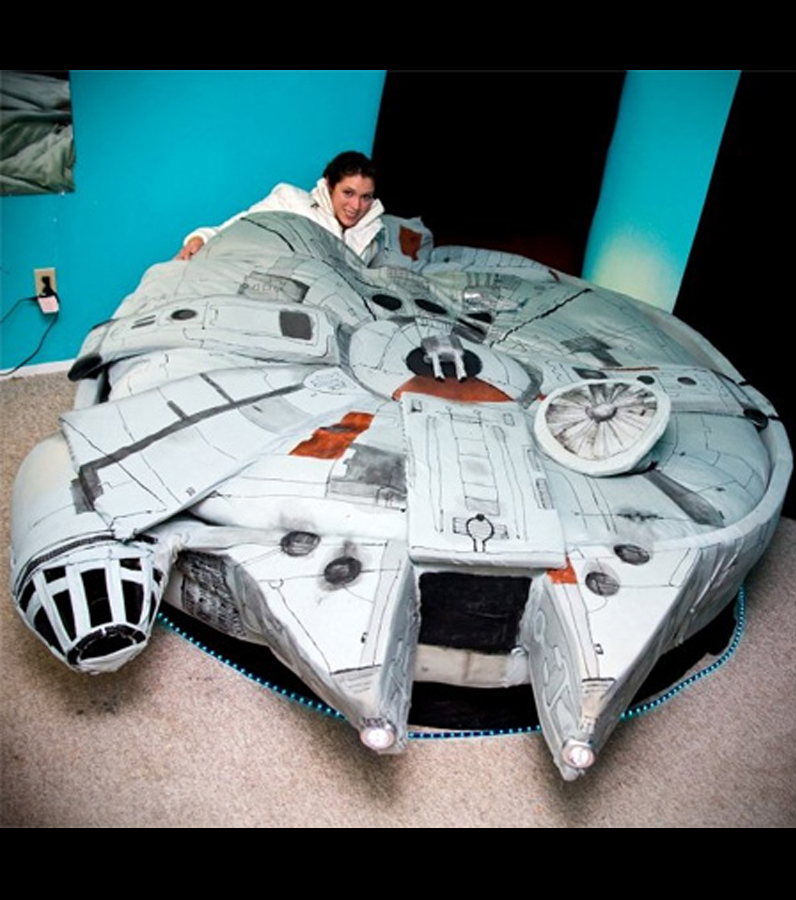 photo un lit en forme de vaisseau inspir de star wars. Black Bedroom Furniture Sets. Home Design Ideas